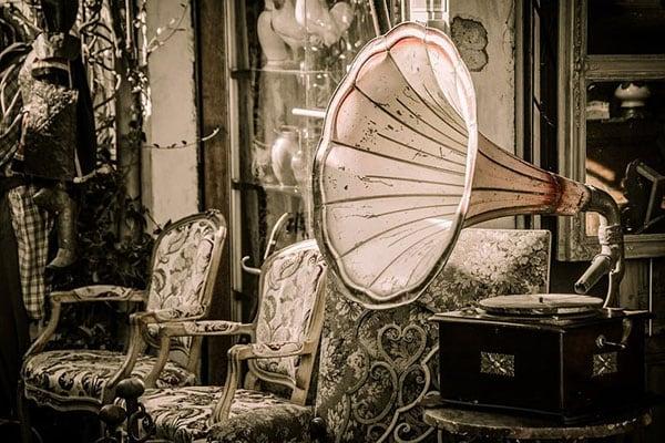 klimatyczne miejsce z gramofonem