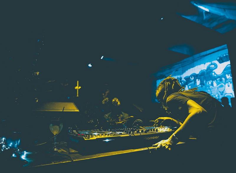 DJ we wrocławskim klubie