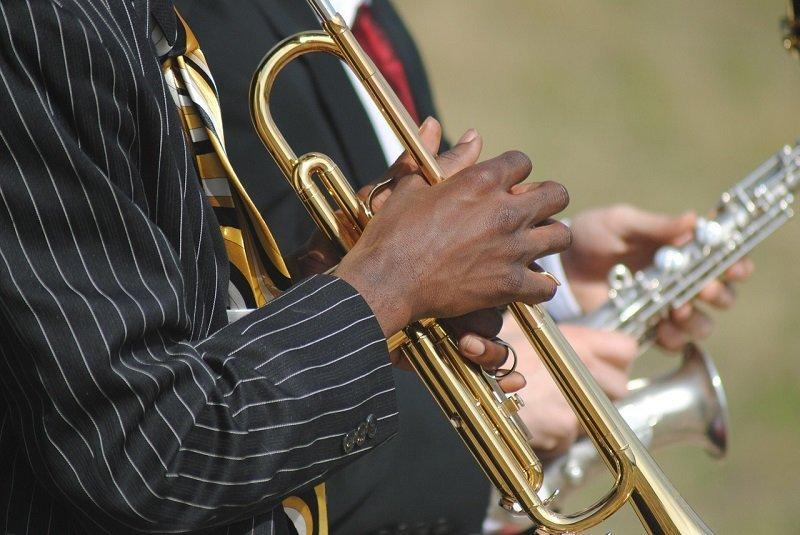 Muzycy podczas koncertu jazzowego
