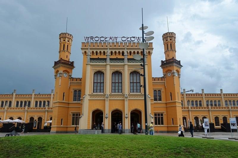 Dworzec PKP we Wrocławiu - nieopodal Hotelu Europejskiego