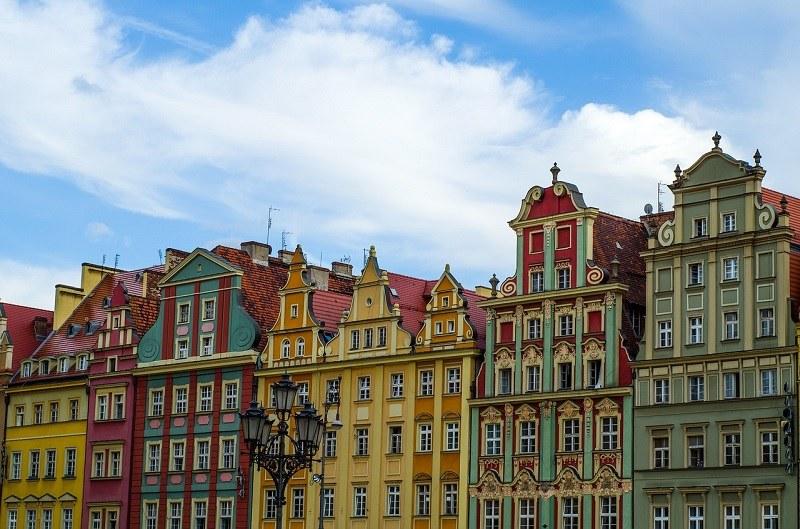 Kamienice Wrocławia warto obejrzeć podczas planowania noclegu w centrum miasta